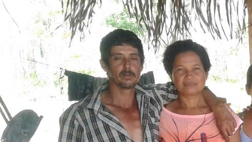 الزوجان المزارعان إيدي وروميلدو في صورة عائلية