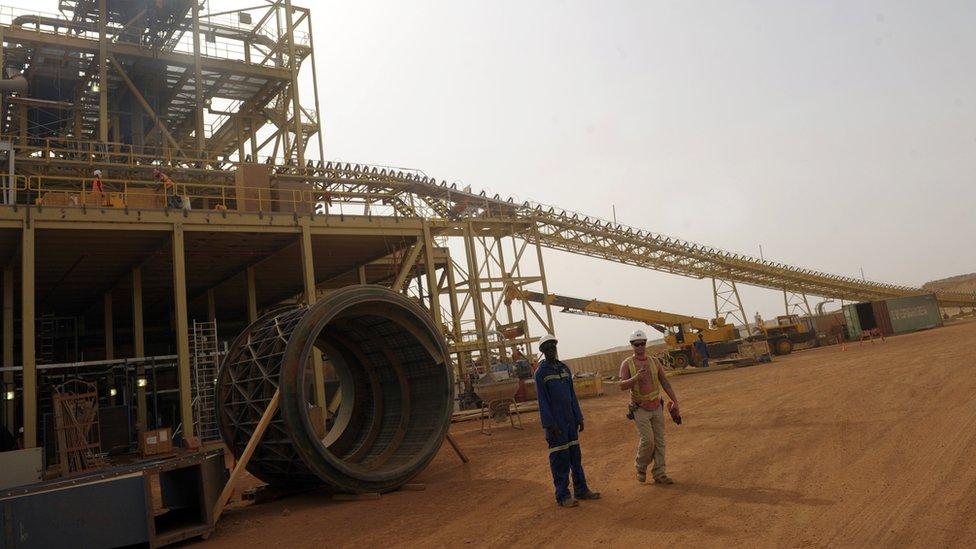 Empresas rusas participan en la extracción de oro africano.
