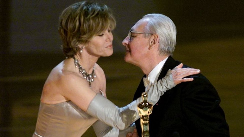 Andrzej Wajda received his honorary Oscar from Jane Fonda. Photo: March 2000
