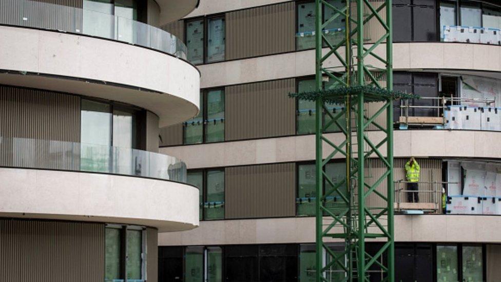 Flat building
