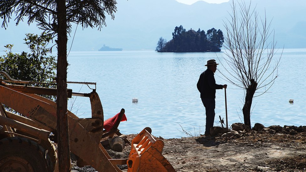 Vista del lago Lugu.