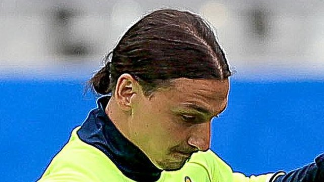 Zlatan Ibrahimovic trains with Sweden at the Stade de France on Sunday