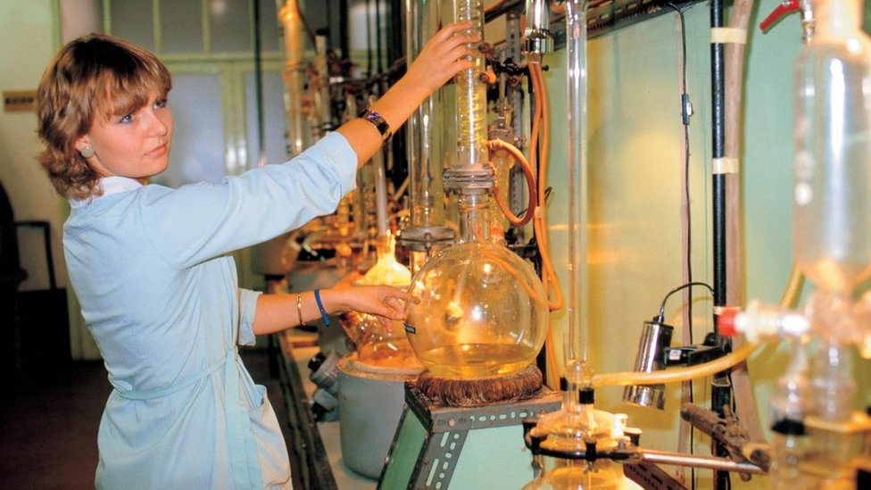 Mujer en un laboratorio