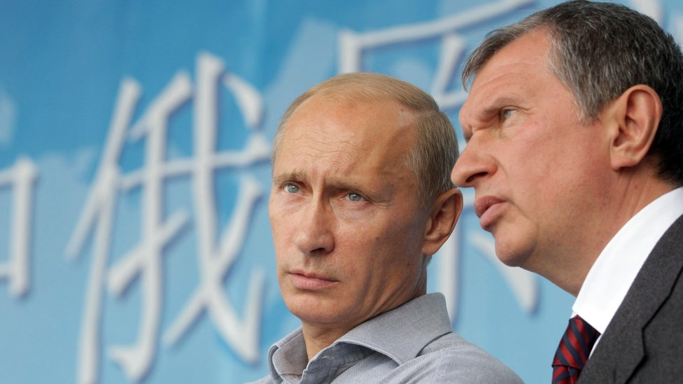 President Putin (L) with Igor Sechin in Aug 2010 at the opening of a Russia-China oil pipeline