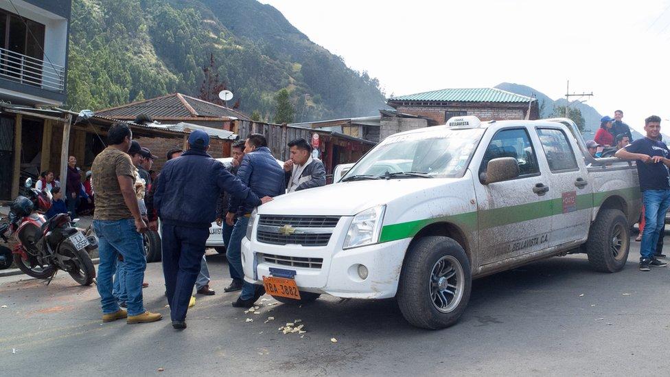 Transportistas en zona rural de Ecuador