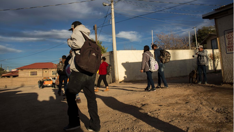 Las historias de deportaciones merecen ser contadas pero presentando toda la humanidad de sus protagonistas, defiende el profesor Héctor Tobar.