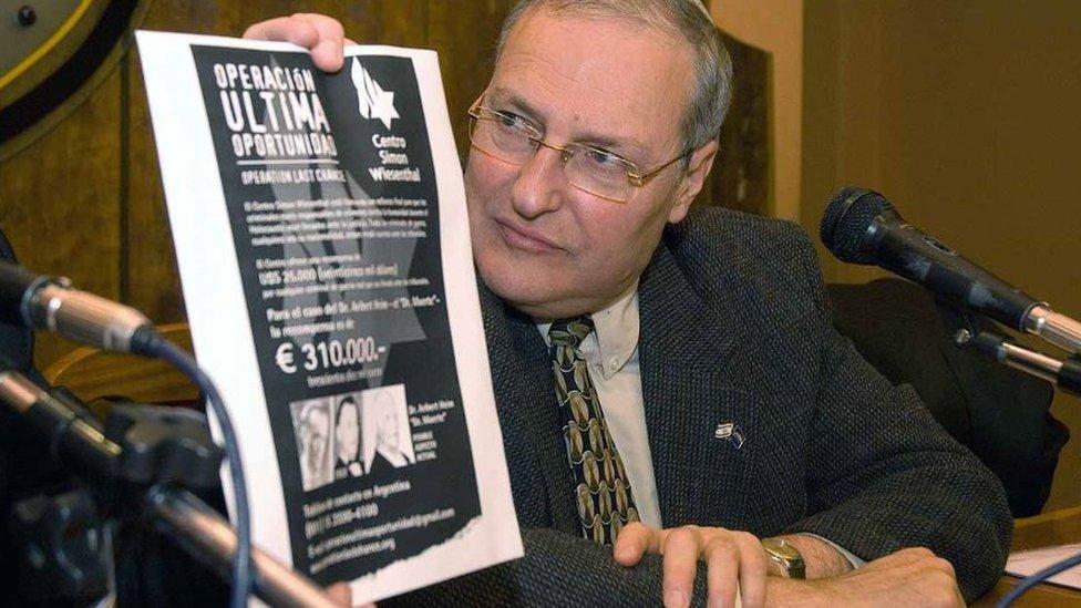 Zuroff, en una rueda de prensa en Argentina.