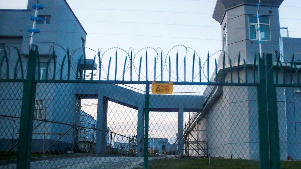過去數年來,中國在新疆建設了規模龐大的再教育營。