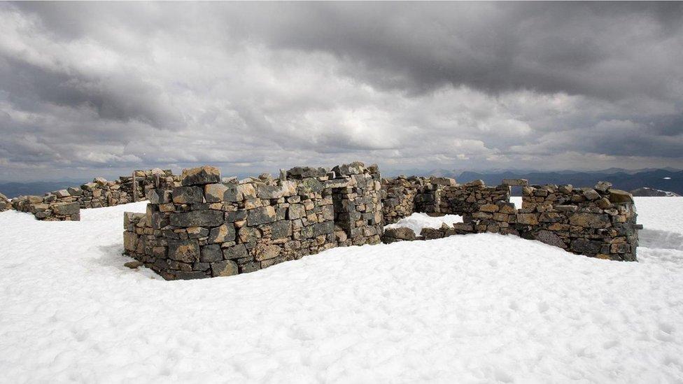 Ruinas del antiguo observatorio de Ben Nevis.