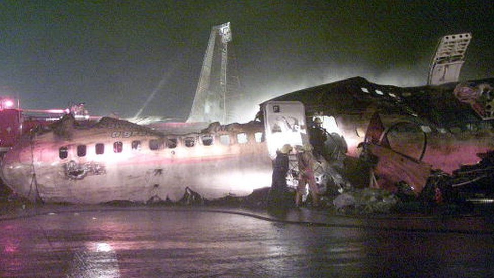 Fire fighters search for survivors in the wreckage of Singapore Airlines SQ-006 Boeing 747-400 after it crashed while taking off from Chiang Kai-shek International Airport in Taipei (01 November 2000)