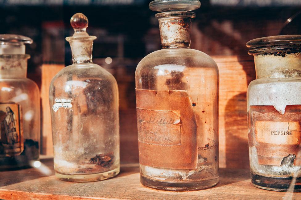 Antiguas botellas de medicina