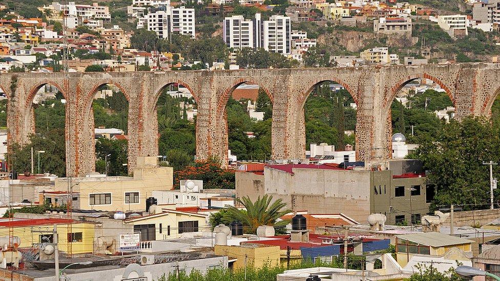 La ciudad de Querétaro y su famoso acueducto.