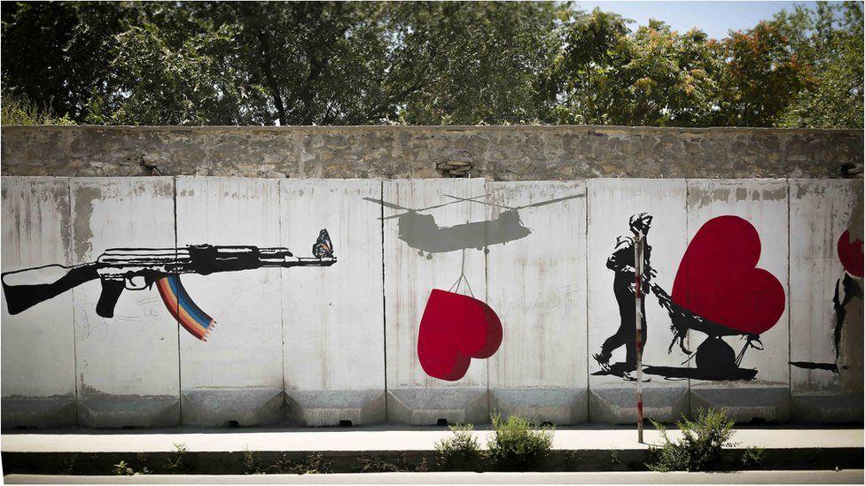 لوحات على جدار في كابل