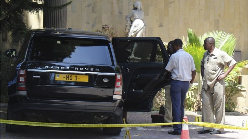 "Tanzanian police officers inspect a vehicle with registration number ""MO 1"" that belongs to Mohammed Dewji, a Tanzanian business tycoon who is said to be Africa""s youngest billionaire, parked at Colosseum Hotel and Fitness Club in Dar es Salaam, Tanzania, 11 October 2018."