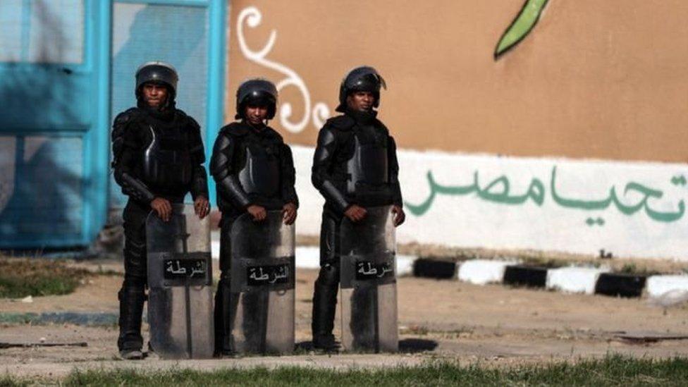 أفراد شرطة مصريون ...