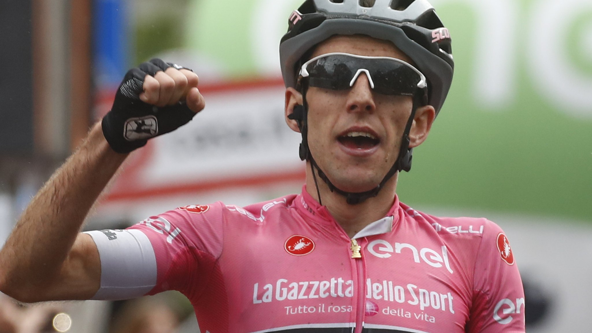 Giro d'Italia: Simon Yates extends lead with fine solo win on stage 15