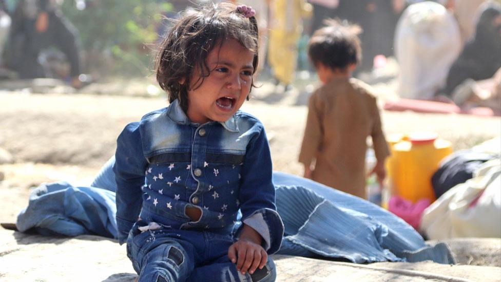 Una niña afgana desplazada llora en un refugio temporal en Kabul. Foto: agosto de 2021
