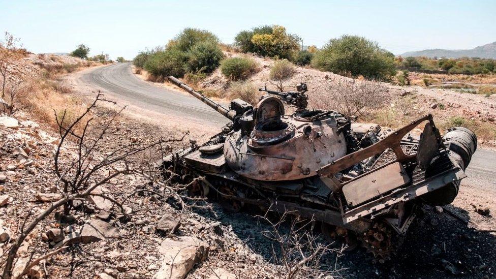 2020年11月22日圖片,被拋棄的破損坦克