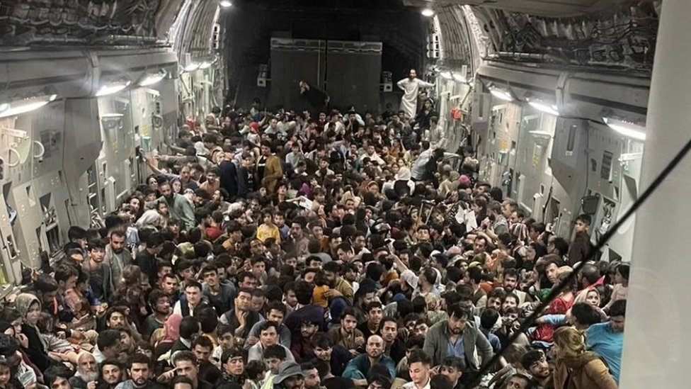 Izbeglice iz Avganistana u američkom avionu za evakuaciju