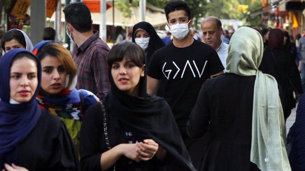 روحاني تحدث عن احتمال إعادة فرض قيود إن لم يتقيّد الناس بمعايير التباعد الاجتماعي