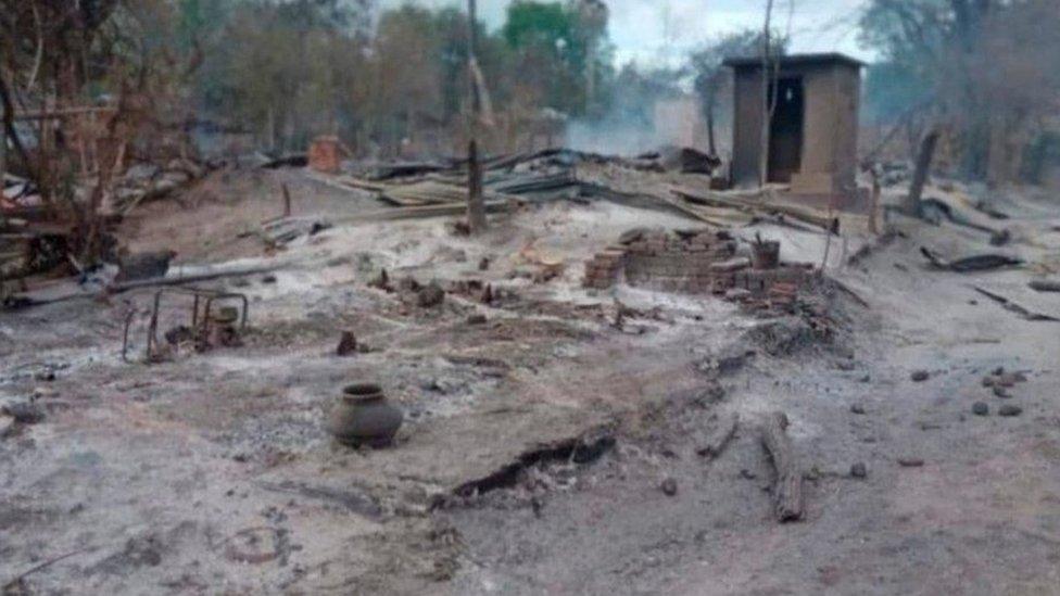 قال سكان لبي بي سي إن مئات المنازل دمرت في كين ما