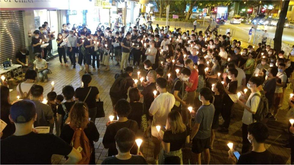 香港各區都有悼念活動。