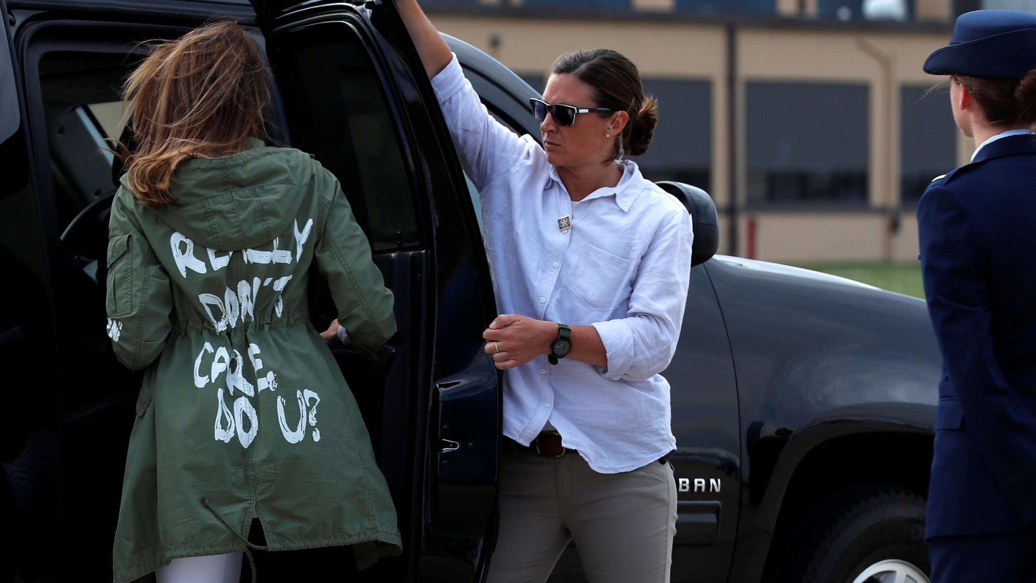 Melania wears 'I really don't care do u?' coat on migrant visit
