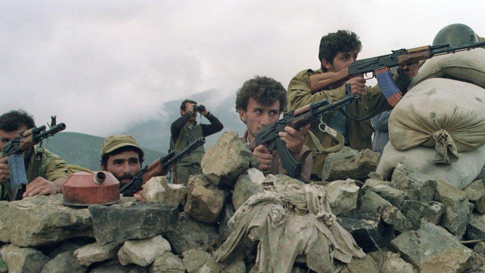 納戈爾諾—卡拉巴赫地區Hanatag村附近亞米尼亞裔民兵朝阿塞拜疆部隊據點開火(19/5/1992)