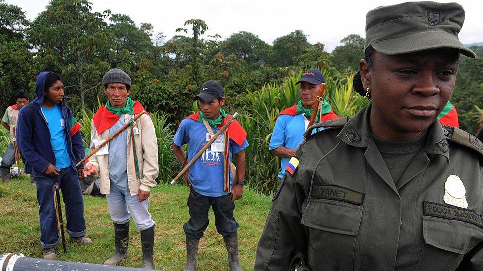 Guardias indigenas en el Cauca.