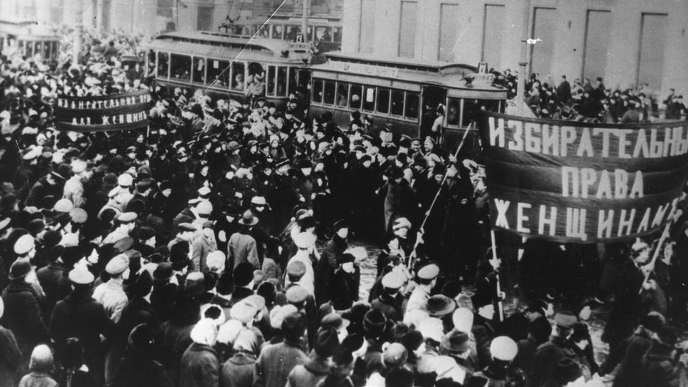 Marchas de mujeres rusas en 1917.