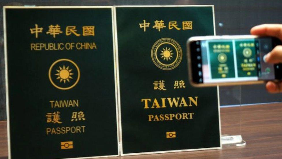 تغير تصميم جواز السفر التايواني في سبتمبر/أيلول 2020 لمنع الخلط بين المواطنين التايوانيين ونظرائهم الصينيين أثناء السفر للخارج