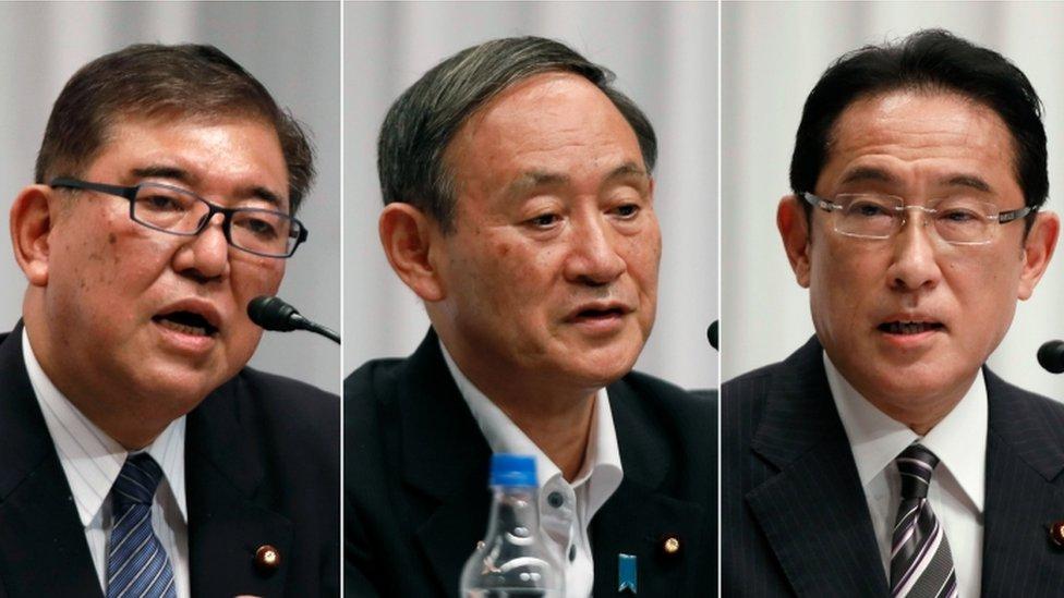 Fumio Kishida (a la izquiera), Yoshihide Suga (en el centro) y Shigeru Ishiba.