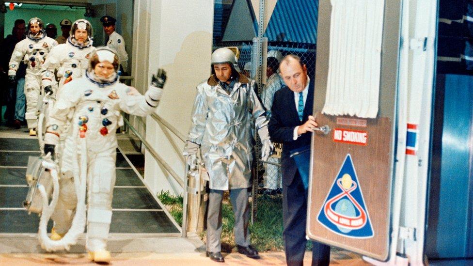 Astronautas del Apolo 8 antes de iniciar la misión.