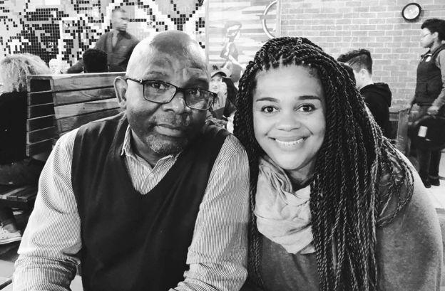 Sara-Jayne King con su padre biológico