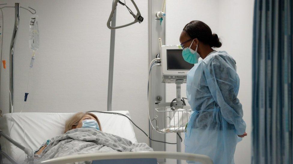 Paciente y médica en Bruselas.