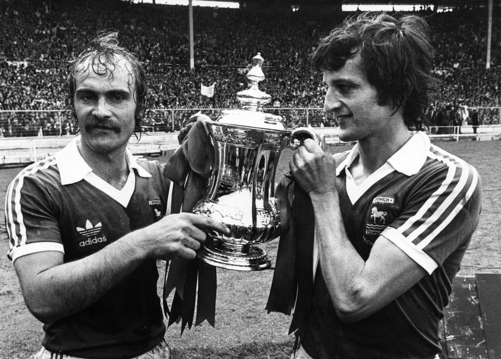 Mick Mills and Roger Osborne with the FA Cup