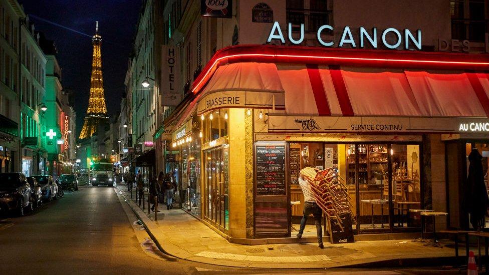Calle en París.