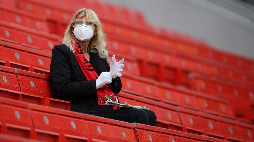 Фанат на карантине. Как пандемия меняет футбол и его болельщиков