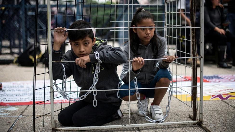 Protesta en México contra la política de EE.UU. de separar a familias inmigrantes.