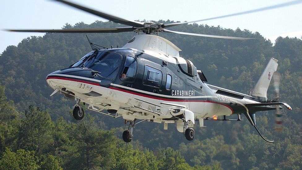 El helicóptero de los Carabinieri en la zona del pistacho verde de la zona con DOC de Bronte