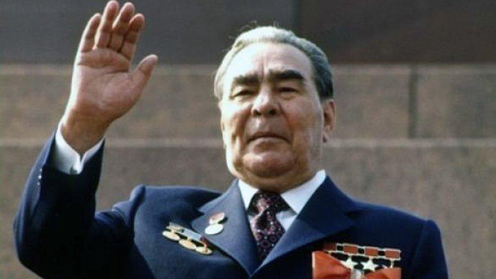 Дайджест: Британия отменяет карантин для въезжающих, Путина сравнили с Брежневым
