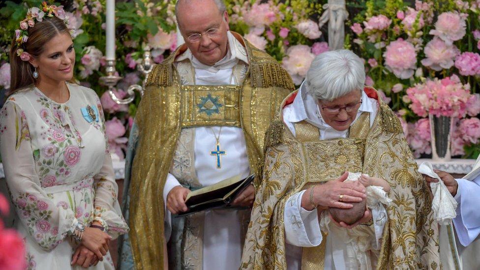 La arzobispa Antje Jackelen ofició la ceremonia de bautismo de la princesa Adrienne de Suecia