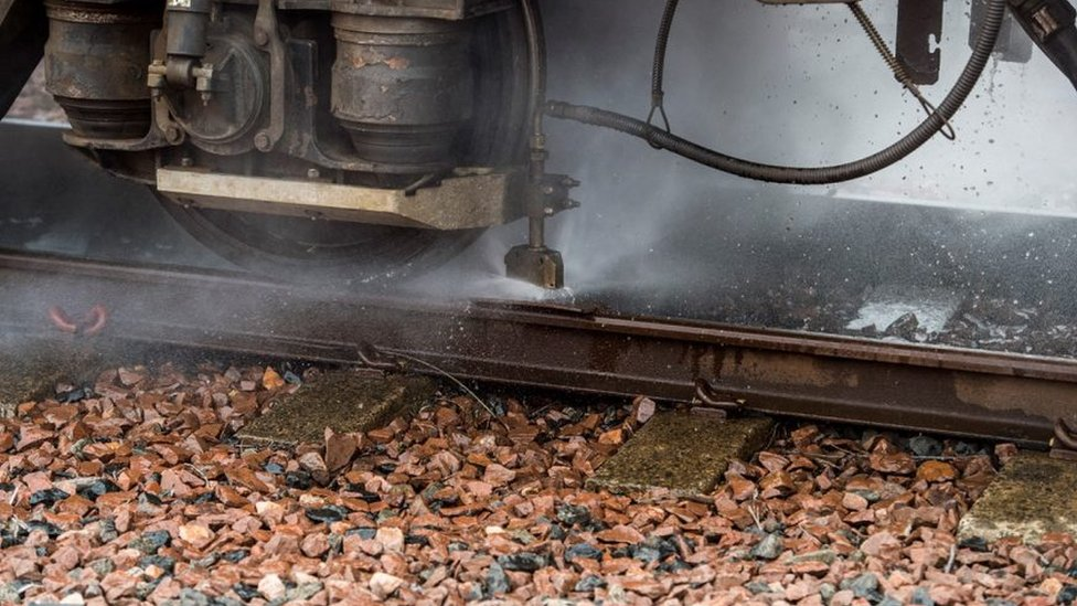 Train cleaning tracks