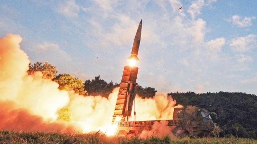 كوريا الشمالية أجرت اختبارا لصاروخين جديدين