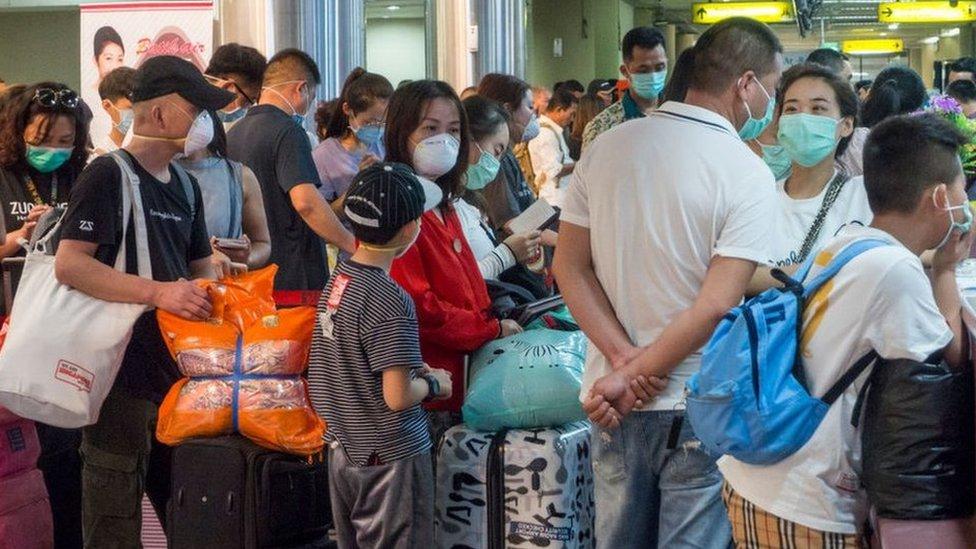 Perjalanan internasional membuat virus corona mampu bepergian dengan cepat ke lebih dari 16 negara.