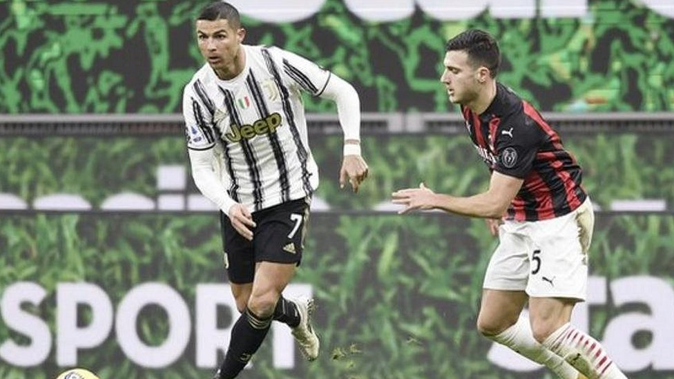 Cristiano Ronaldo con el balón
