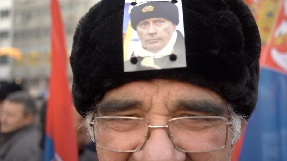 Slika Putina na šubari jednog od građana na dočeku u Beogradu