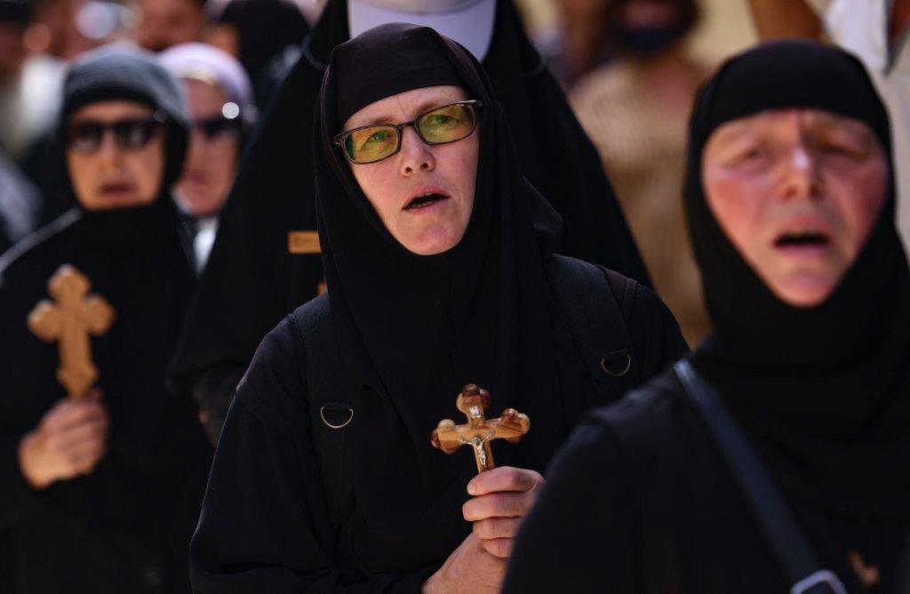 راهبات في مدينة القدس يوم الجمعة العظيمة