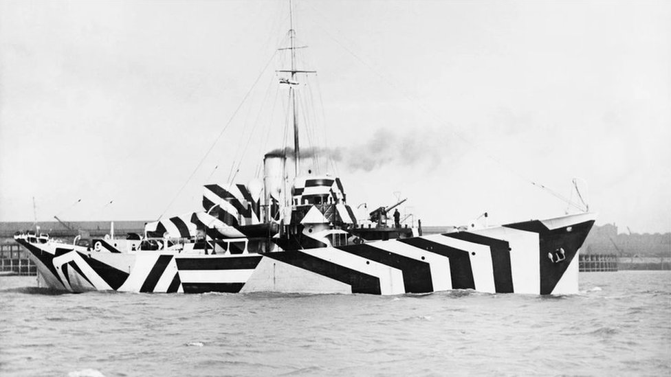 Göz kamaştıran kamuflaj şeritleriyle boyanmış İngiliz HMS Kildangan gemisi, 1918