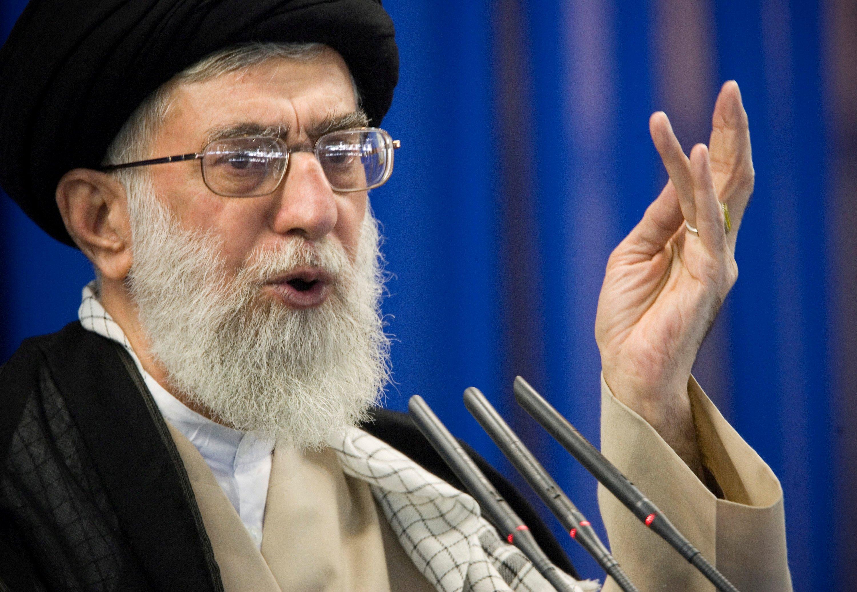 خامنئي خلال صلاة الجمعة في طهران